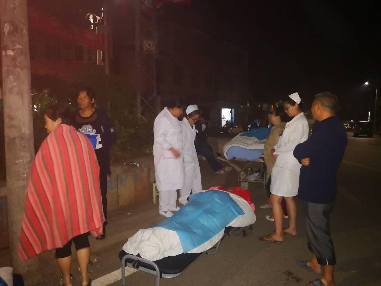 云南通海地震致8人受伤 一名地震宝宝平安降生